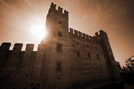 Sehenswürdigkeiten – Schloss aus Sirmione, Gardasee