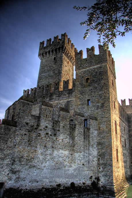 mittelalterliches Schloss aus Sirmione, Gardasee